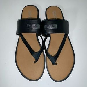 Kenneth Cole Reaction Scroll Cross thong sandals